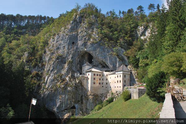 predjama-castle-front